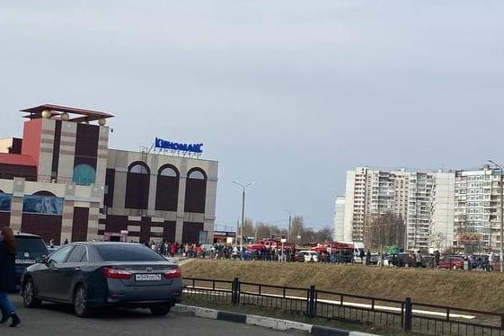 Торговый центр эвакуировали днем