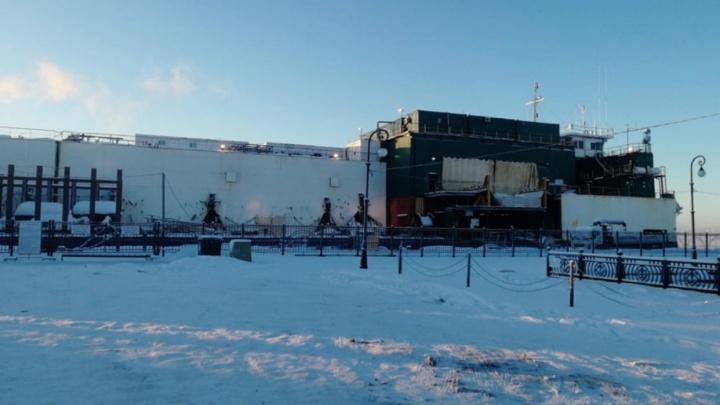Власти Архангельска рассказали, что предприняли для устранения гула с баржи «Капитан Булганин»