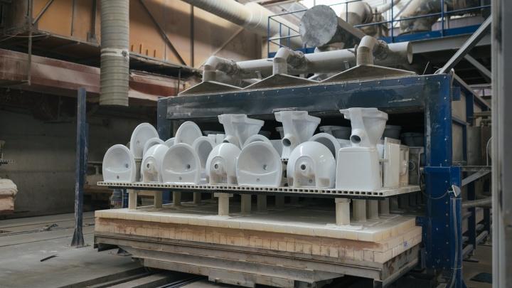 Замешать, залить и обжечь при 1 200 градусах: как производят сантехнику и плитку в Самаре