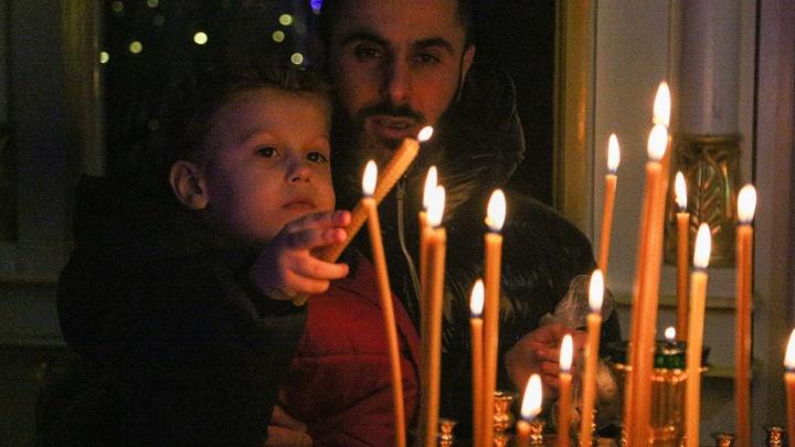 Как православные омичи встречали Рождество Христово: фоторепортаж церковной службы из соборов