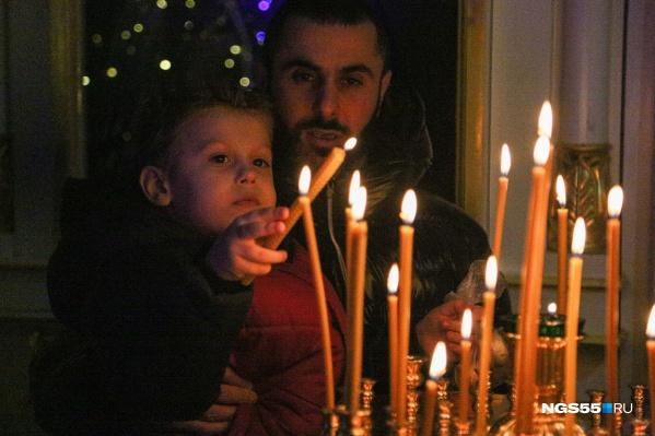 На рождественские службы взрослые приходили с детьми<br>