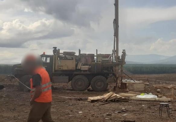 В Свердловской области рабочий на карьере погиб после удара штангой