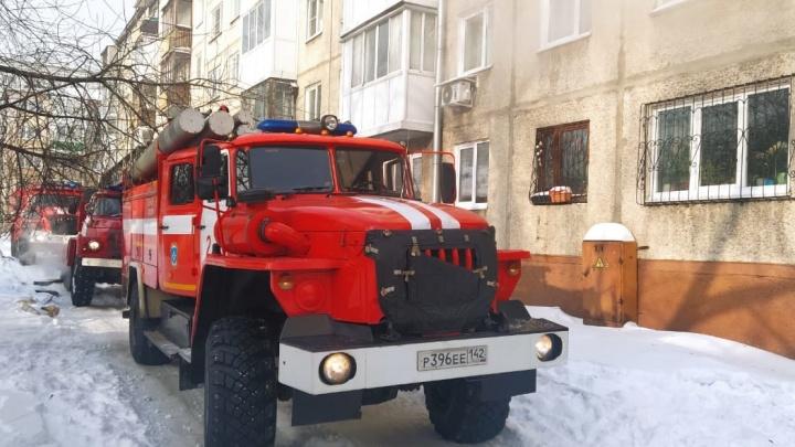 В Кемерово произошел пожар в многоэтажке. Шесть человек пострадали