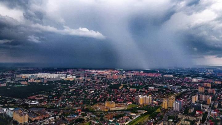 Град, затопленные улицы и ловушка для фур. Что происходило в Краснодаре после короткого ливня