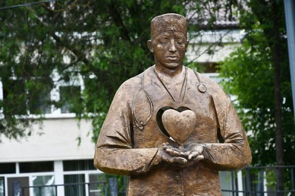 Автор композиции — скульптор Михаил Ушаков