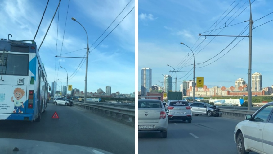 """На Димитровском мосту автомобили стоят второй час в пробке <nobr class=""""_"""">из-за ДТП</nobr>"""