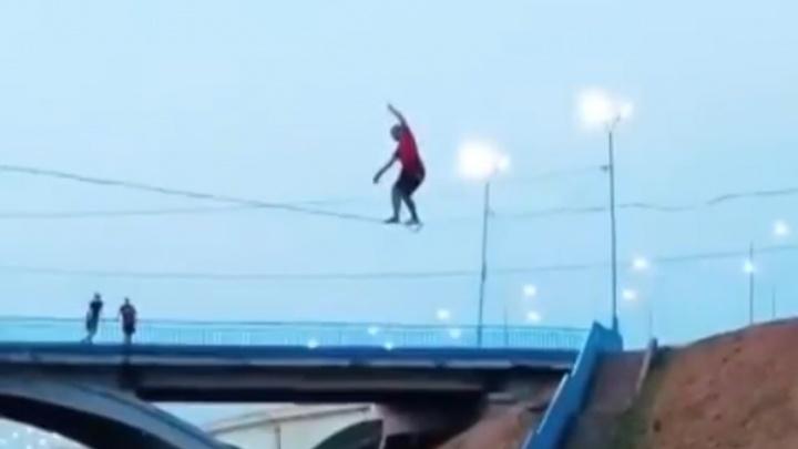 «Я испугалась»: в Ярославле канатоходец упал на глазах очевидцев. Видео
