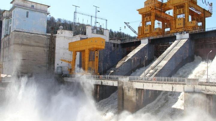 На Павловской ГЭС объяснили, почему они вынуждены спустить воду из водохранилища