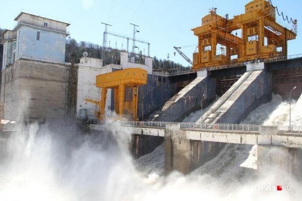 ГЭС просто необходимо сливать воду, иначе она не выдержит объем воды