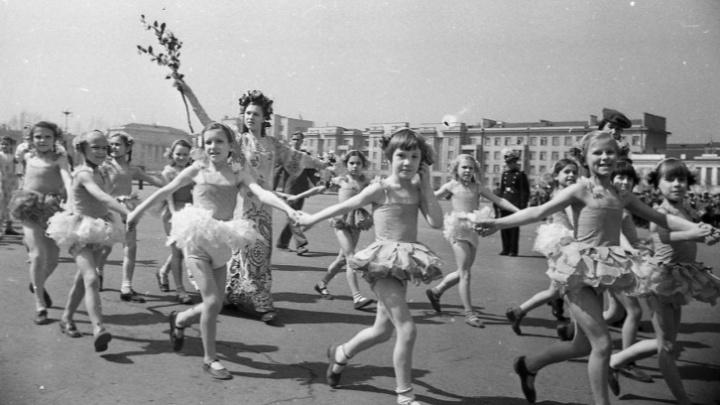 Шествие белых панамок: как почти век назад большевики провели детскую демонстрацию вСамаре