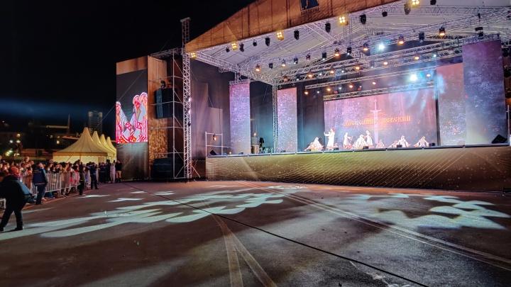 В Волгограде начался концерт в честь освящения собора Александра Невского