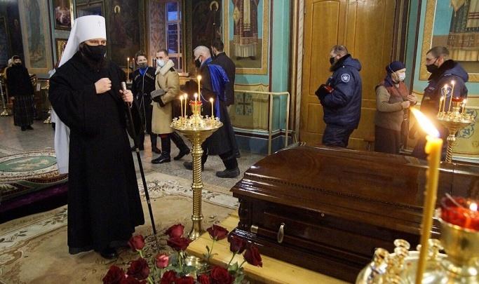 Не пережила смерть мужа: в Волгограде простятся с вдовой умершего от COVID-19 настоятеля Казанского собора