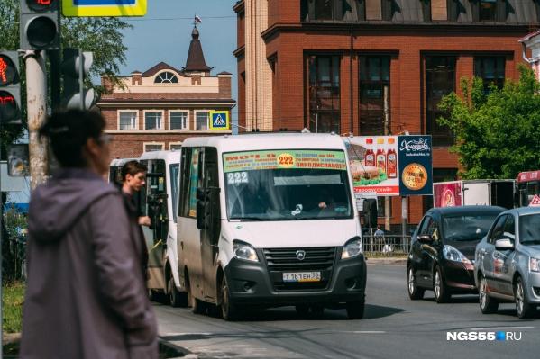 По словам Вадима Кормильца, большинство частных перевозчиков готово перейти на муниципальные контракты
