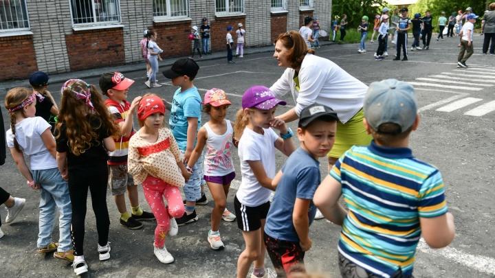 За «путинским миллионом»: как земские учителя переезжают в российскую глубинку