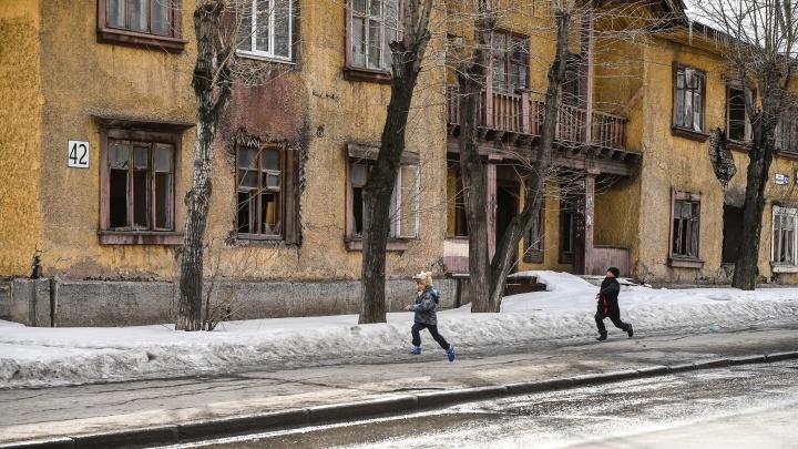 Свердловские депутаты позволили властям решать, какие дома отдавать под реновацию