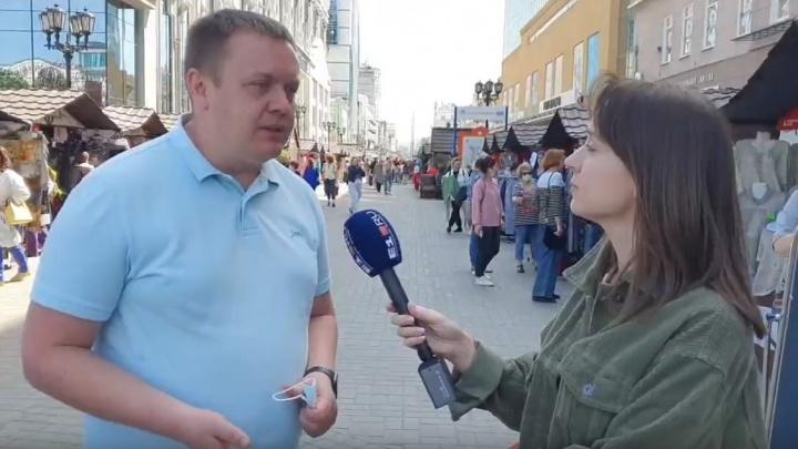 В центре Екатеринбурга открылась новая ярмарка. Гуляем по ней в прямом эфире