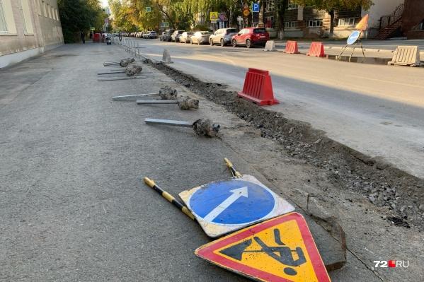 Демонтаж заборчиков вдоль дороги тюменцы заметили этим пятничным утром