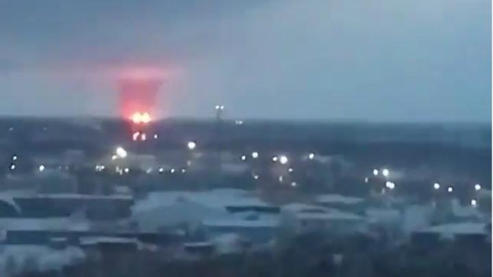 В сети появилось видео мощного пожара под Нижневартовском. В МЧС рассказали, что происходит
