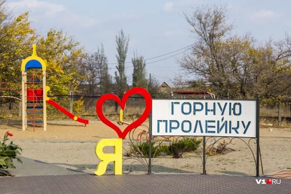 Кажется, глава района не будет фотографироваться у этого знака в селе