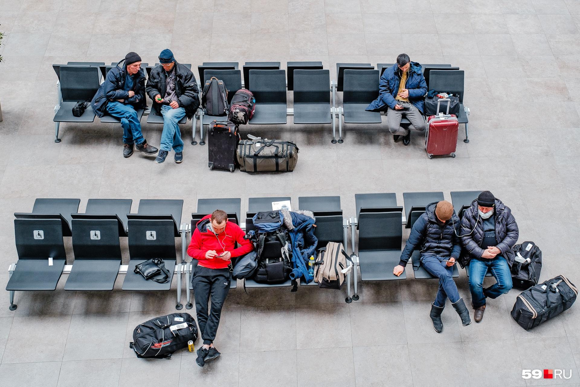 Зарубежные авиарейсы из Перми в прошлом году отменили, но маршруты по России остались, пусть и в сокращенном варианте. Фото сделано в конце апреля 2020 года