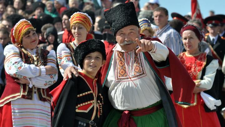 Все школы Краснодара начали охранять казаки с лицензией от Росгвардии