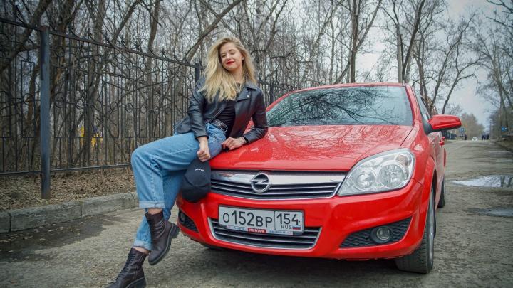 Девушка месяца. История Кристины с двумя высшими — она продает машины и ездит на красном немецком авто
