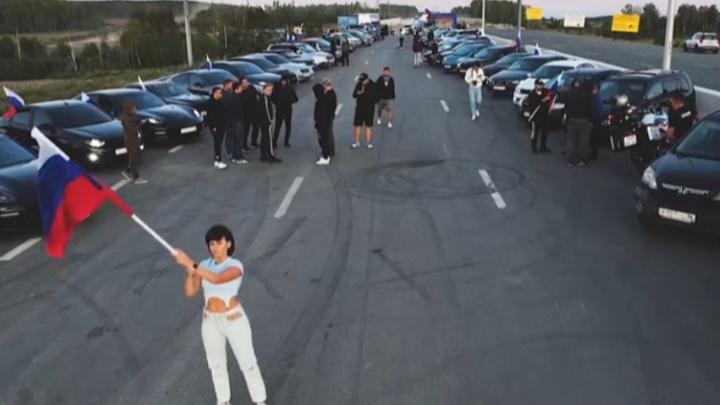 Екатеринбургские автомобилисты просигналили «We will rock you» в честь российских олимпийцев