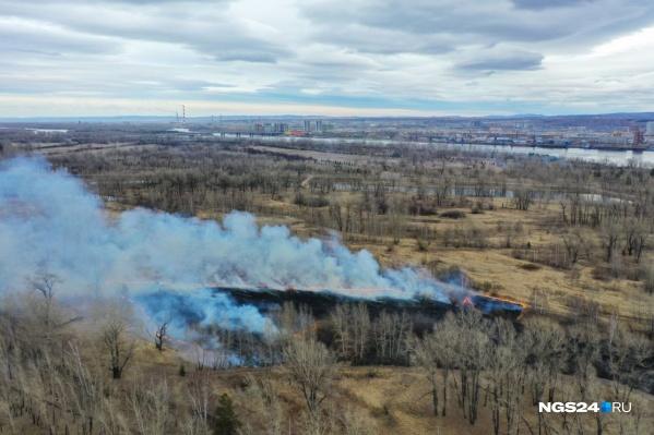 Огромный пожар на острове Татышев