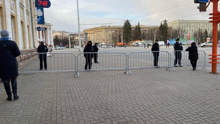 Силовики перекрыли центр Кемерово: пешеходам нельзя даже перейти улицу