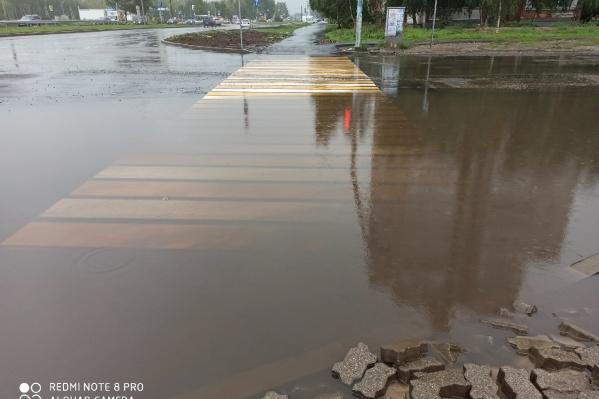 В Ярославле после дождей топит проспект Машиностроителей
