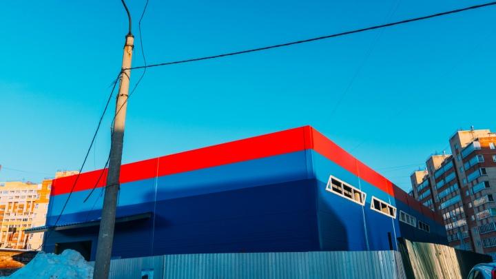 «Что здесь строят»: в микрорайоне Пригородном возводят модульное здание подсупермаркет