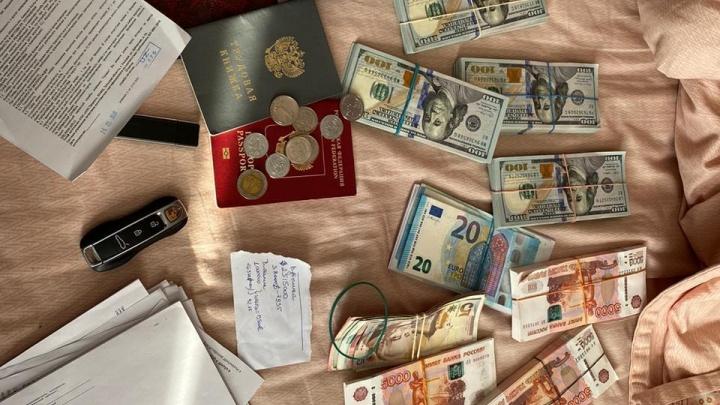 Полмиллиарда рублей нашли у раскрытой на Дону банды «черных обнальщиков»