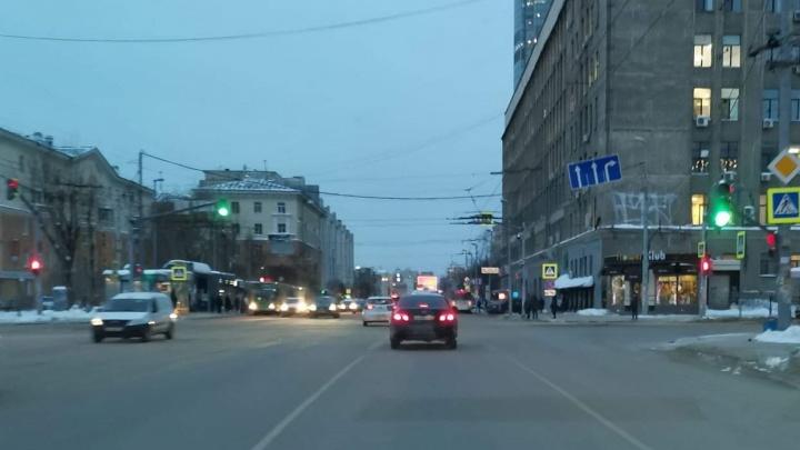 На перекрестке у «Дома кино» водителям запретили левый поворот