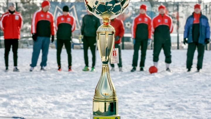 В Магнитогорске стартовал традиционный зимний турнир по мини-футболу «Снежный мяч»