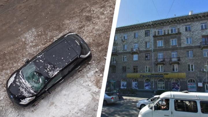 В Ленинском районе снег упал с крыши дома на автомобиль — лобовое стекло разбито, крыша помята