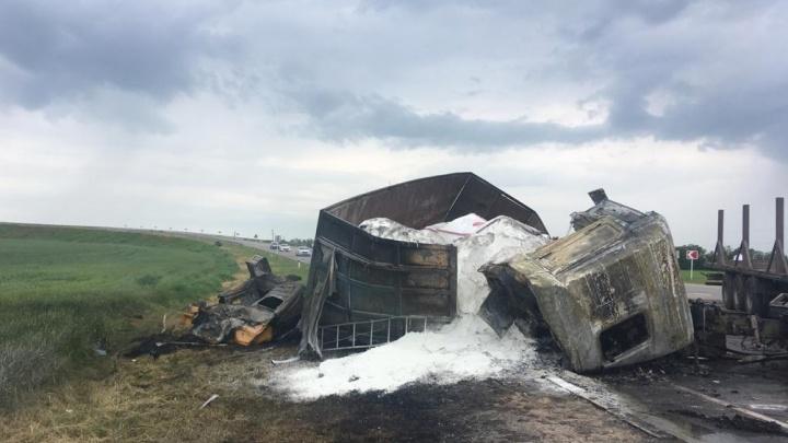 В Ростовской области сгорели водители двух столкнувшихся грузовиков
