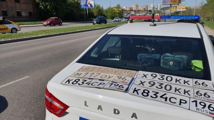 В Екатеринбурге водителей, лишенных прав, поймали с помощью мобильного приложения