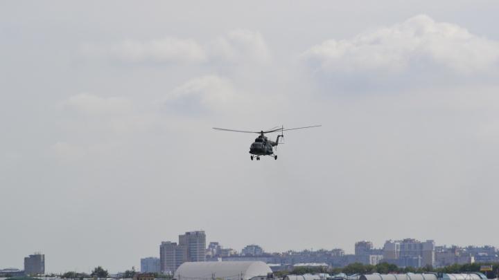 В омском аэропорту совершил вынужденную посадку вертолет санавиации