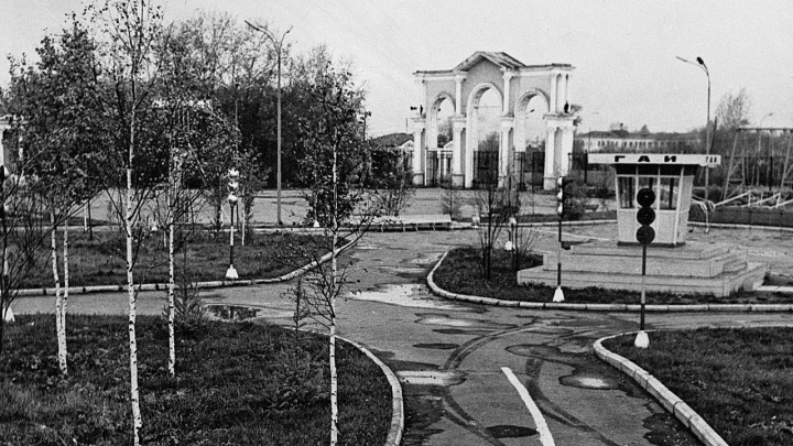 Строился как «Парк 15-летия Уральского комсомола». В день рождения ЦПКиО публикуем его архивные фото
