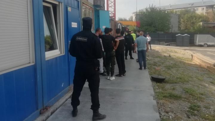Курганские силовики оштрафовали 14 гастарбайтеров, которые работали без документов