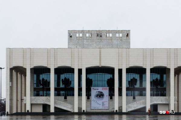 Площадь перед Театром-Театром будет временно перекрыта: в это воскресенье там поставят ограждения