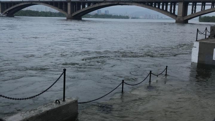 Дачный теплоходный маршрут отменяют из-за подъема уровня воды в Енисее