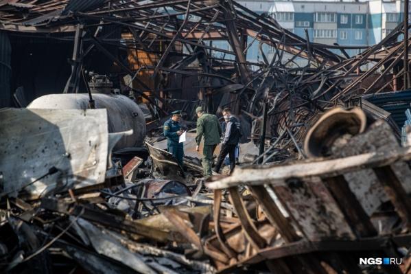 Среди пострадавших есть и пожарные, которые приехали бороться с огнем