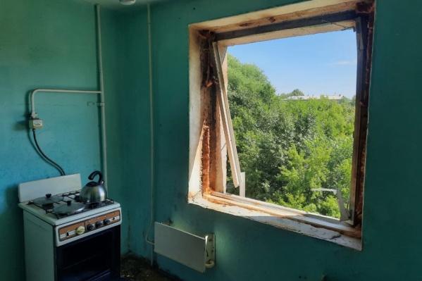 Окно в квартире вынесло ударной волной