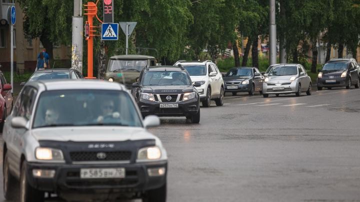 Директора кемеровского филиала управления автодорог поймали на взятке