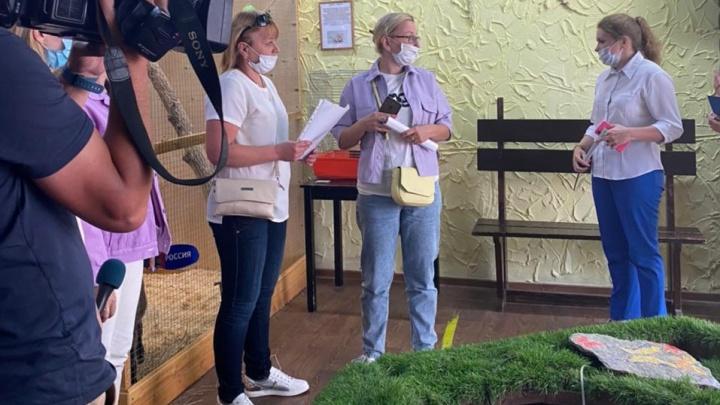 «Обезьяна умирала на руках». Зоозащитники устроили разнос контактному зоопарку в «Доме печати»
