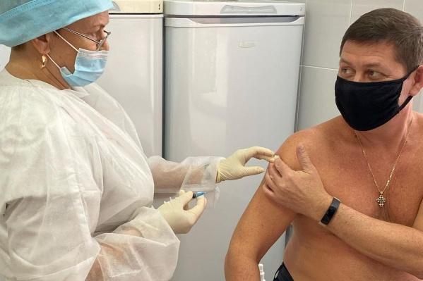Через 21 день Андрей Мамаев сможет поставить вторую прививку