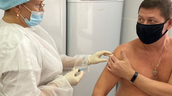 Мэр еще одного кузбасского города поставил вакцину от коронавируса. Рассказываем, кто на этот раз