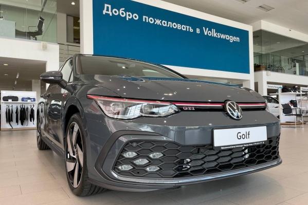 """Новый Volkswagen Golf — это исполнения Exclusive и GTI. Бензиновые двигатели мощностью <nobr class=""""_"""">150 л. с.</nobr> и <nobr class=""""_"""">245 л. с.</nobr>"""