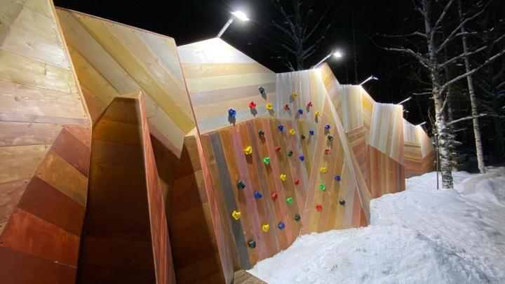 «Сборная Тайболы» построила в Пинежском районе разноцветные горы из дерева длиной 35 метров